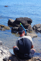 sub in preparazione sugli scogli in riva al mare