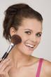 Frau jung mit Make-up Pinsel