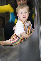 Deutschland, Mutter und Sohn am Spielplatz, Portrait