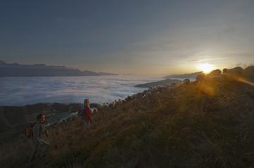 Österreich, Steiermark, Reiteralm, Paar beim Wandern