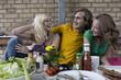 Deutschland, Freunde am Grill, Spaß