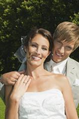 Deutschland, Bayern, Brautpaar, lächeln, im Freien, Portrait, close-up