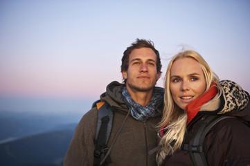 Österreich, Steiermark, Dachstein, Paar lächelnd