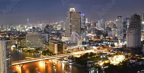 Night view of Taksin bridge