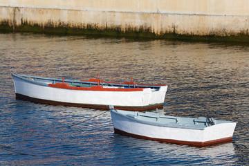 Barcas en Figueras, Asturias, España
