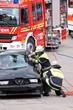 Leinwanddruck Bild - Feuerwehr Rettungseinsatz mit Verletzten-Bergung