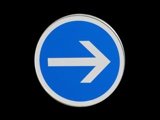Panneau de sens de circulation obligatoire