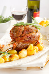 veal shank with potatoes - stinco con patate