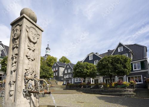 marktplatz und brunnen in Solingen Graefrath - 25466852