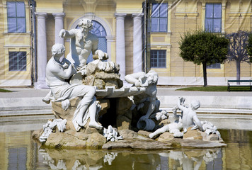 Vienna - Schonbrunn palace - fountain