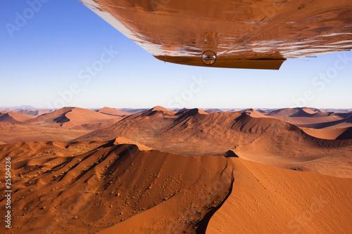 Namib Dünenlandschaft mit Flugzeugtragfläche
