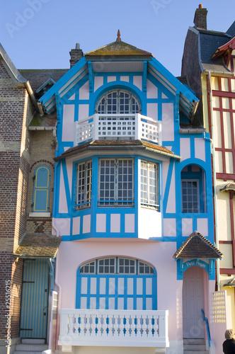 Facades des villas de mers les bains sur le front de mer for Les meilleurs facades des villas