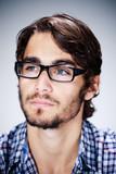homme brun portrait lunettes beauté mode