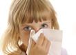 Kleines Mädchen mit Taschentuch