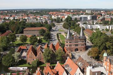 Blick auf das Holstentor von Lübeck