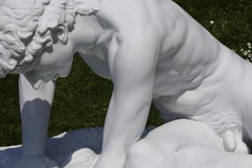 statua di marmo bianco
