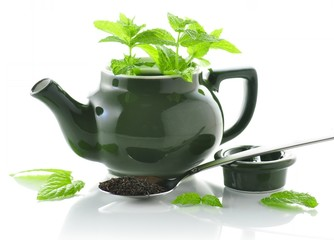 teapot with spoon of loose tea and mint