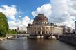 Berlin Mitte Bodemuseum mit Frensehturm an der Spree