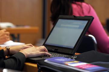 Vortrag und Mitschreiben am Computer
