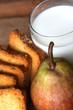 latte fette biscottate e pera