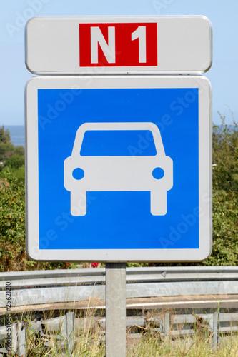 """panneau de signalisation routière """"route pour automobile"""""""