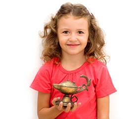 Bambina con lampada magica