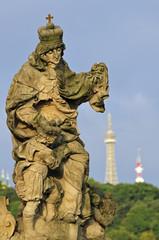 Statue auf der Karlsbrücke in Prag