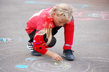Drawing with chalk blond girl
