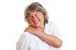 Seniorin mit Schulterschmerzen