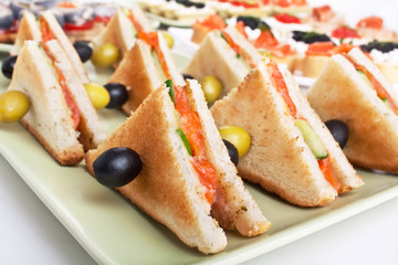 toasted salmon sandwiches with olives