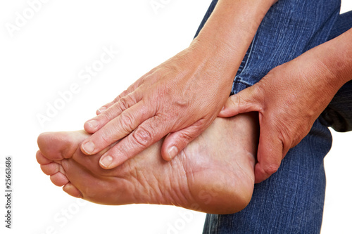 Hände berühren Fußsohle