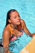 Jeune femme qui sort de l'eau