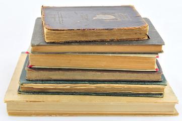 aufgestapelte alte Bücher