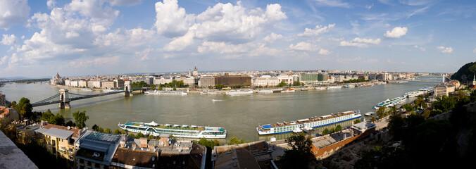 Panorámica completa del Danubio en Budapest