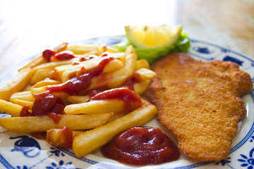 Sogliola impanata e patatine fritte