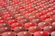 rote sitze auf der tribüne