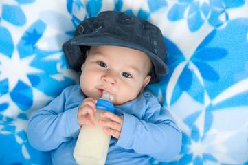 Baby mit Flaschchen
