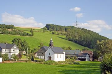 Dorfidylle im Schmallenberger Sauerland (Sögtrop)