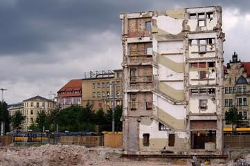 Altes Gebäude wurde abgerissen  - übrig geblieben (Leipzig)