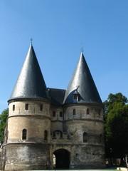Entrée du palais épiscopal de Beauvais