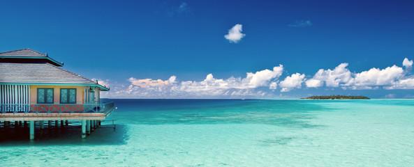 traumhaftes Panorama einer Insel auf den Malediven