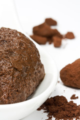 Schokomousse mit Kakaopulver