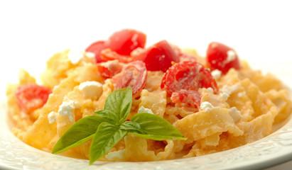 Fettuccine con pomodoro e ricotta
