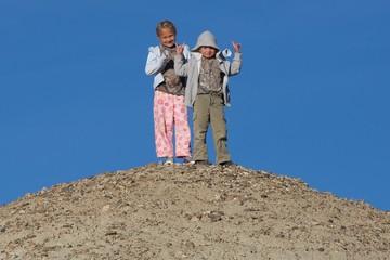 Hilltop Siblings