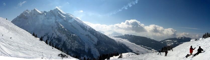 Neige clusaz montagne
