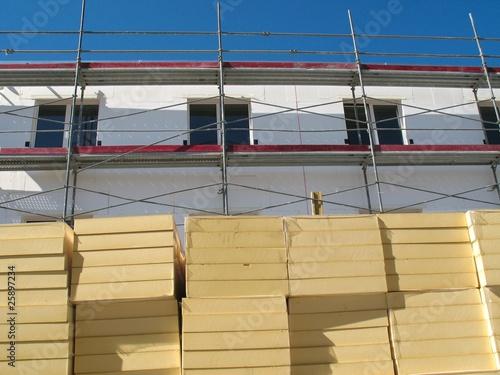 wohnungsbau fassade d mmung stockfotos und lizenzfreie bilder auf bild 25897234. Black Bedroom Furniture Sets. Home Design Ideas
