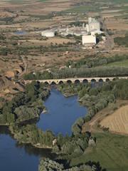 Puente románico en el río Duero en Toro (Zamora)