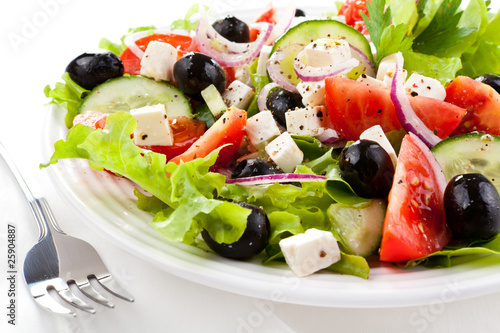 Aluminium Salade Vegetable salad with cheese