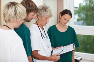 chefärztin erklärt patientenakte