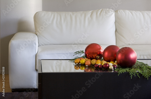 Modern Living Room Table on On Coffee Table In Modern Living Room    Debr22pics  25921808